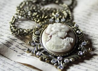 biżuteria damska kolie