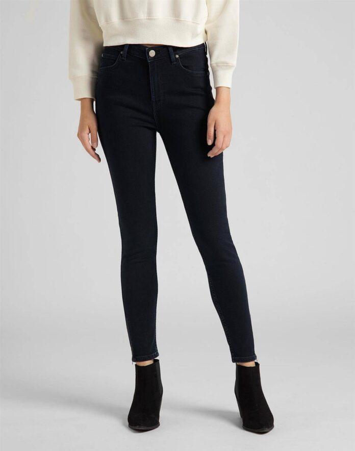Czarne jeansy damskie