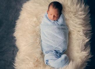 Czym przykrywać noworodka