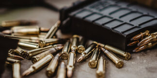 Jak wybrać dobry sklep z bronią na pierwsze zakupy